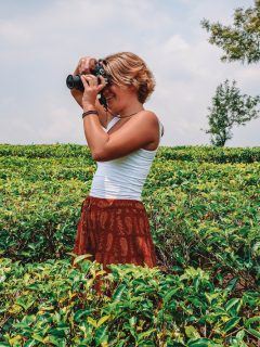 A travel blogger in action