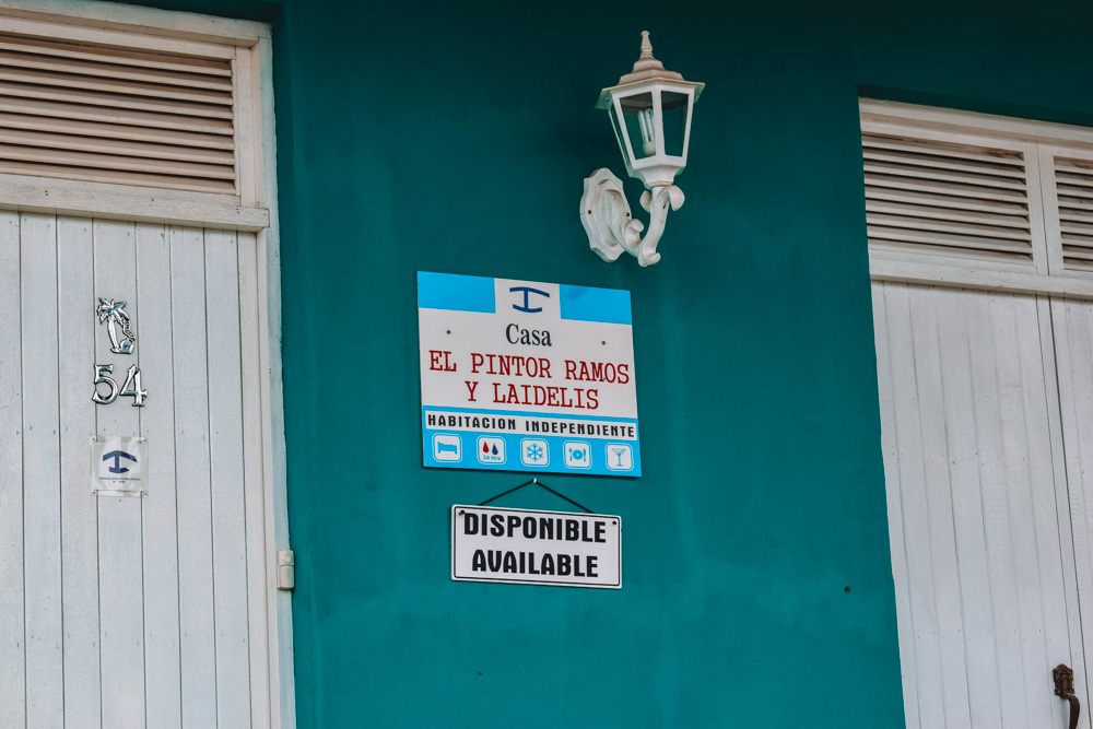 The official sign that distinguishes a casa particular in Cuba
