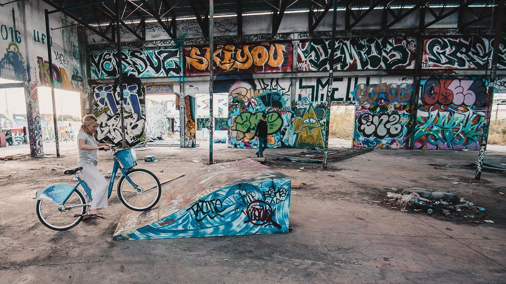 Discovering the off the beaten track murals of Wynwood during our cycling tour