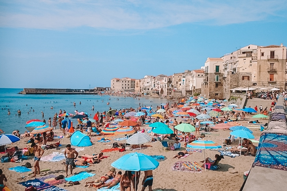 Crowded and colourful Cefalu beach, photo by A girl and her dog on the road