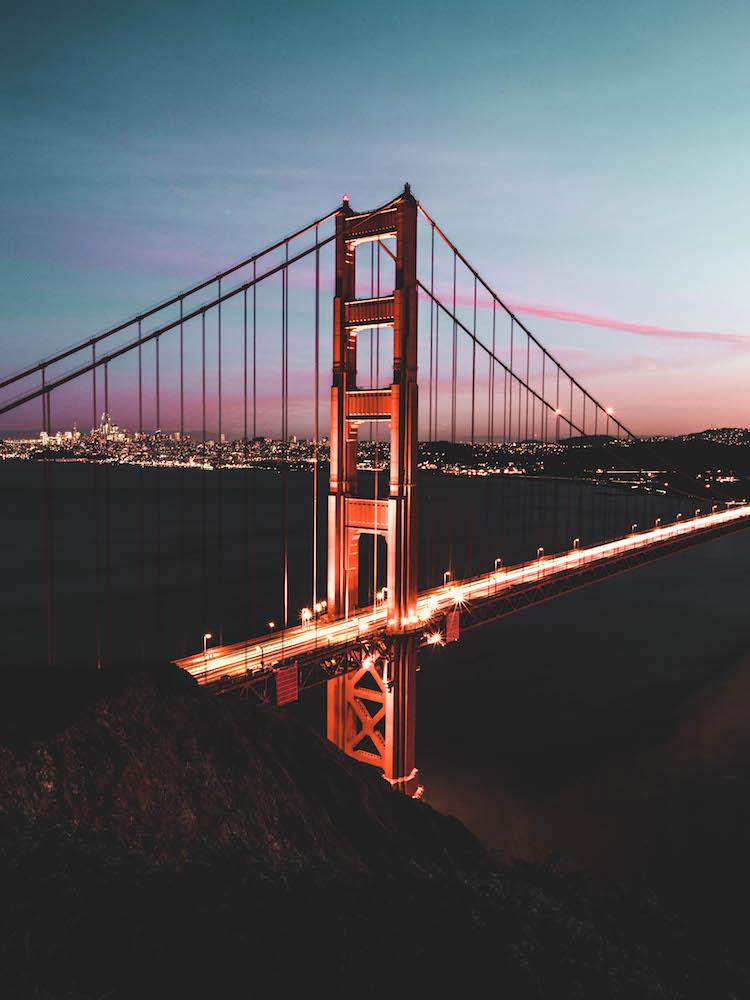 The Golden Gate Bridge in San Francisco at sunset - Photo by Ben Kao on Scopio