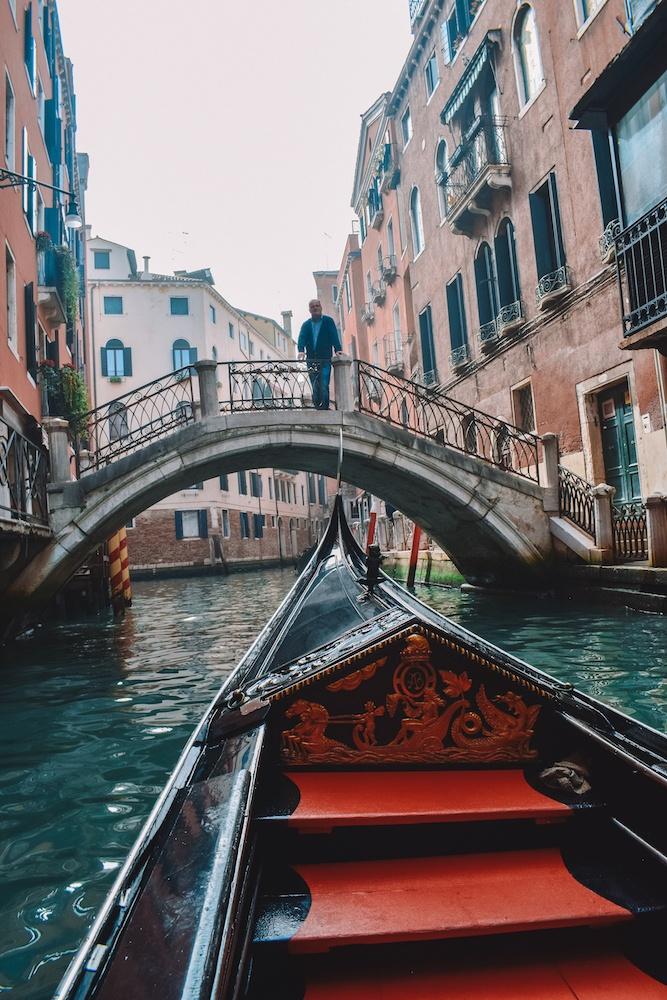 Kruizas po Venecijos kanalus, Italija, mūsų gondoloje
