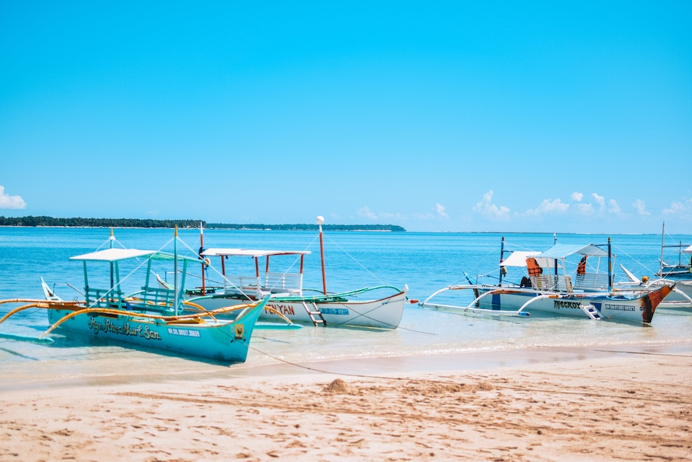 Traditional Filipino boats that you will do your Siargao island hopping tour with