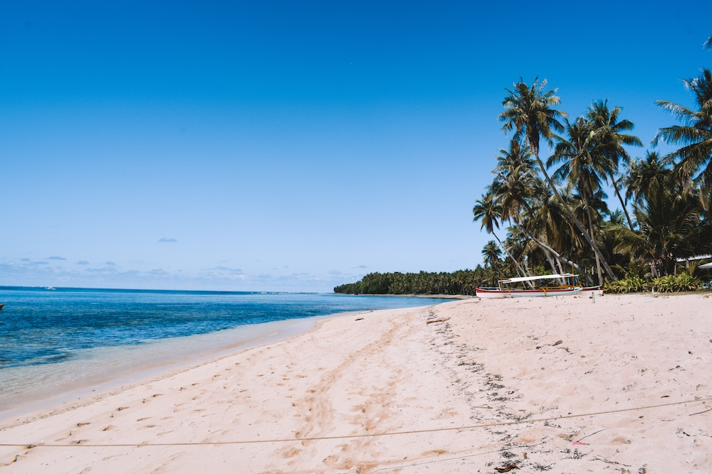 The beach on Daku Island, a must see on any Siargao Island hopping tour