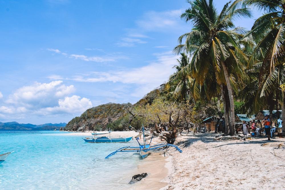 The beach on Malcapuya Island