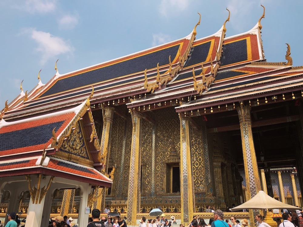 Emerald Buddha temple in the Royal Palace of Bangkok, photo by Knycx Journeying