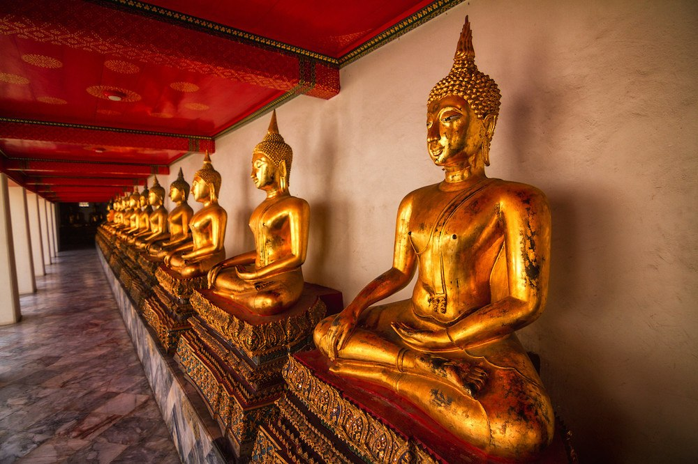 Golden buddhas at Wat Pho in Bangkok, photo by The Kiwi Couple