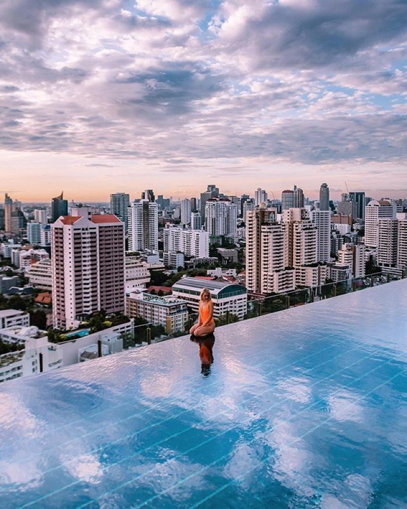 The stunning pool of 137 pillars with view over Bangkok, photo by Christine of Christine Abroad