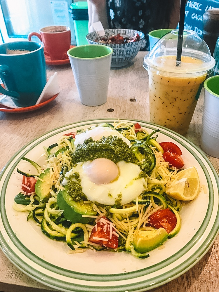 Courgetti (courgette spaghetti) - the hipster kind of lunch you can find in the cafes of Bondi