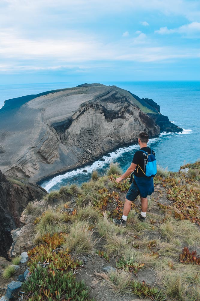 Hiking along the rim of a volcano of the Cabeco do Canto hike on Faial Island