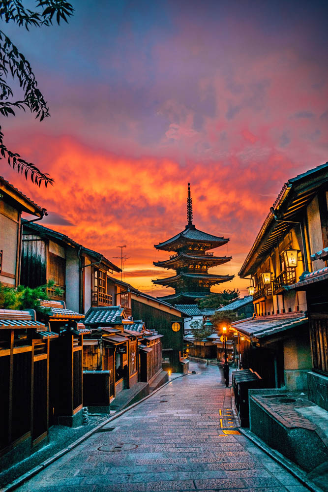 The street leading up to the pagoda of Hokanji temple, also known as Yasaka pagoda, at sunset