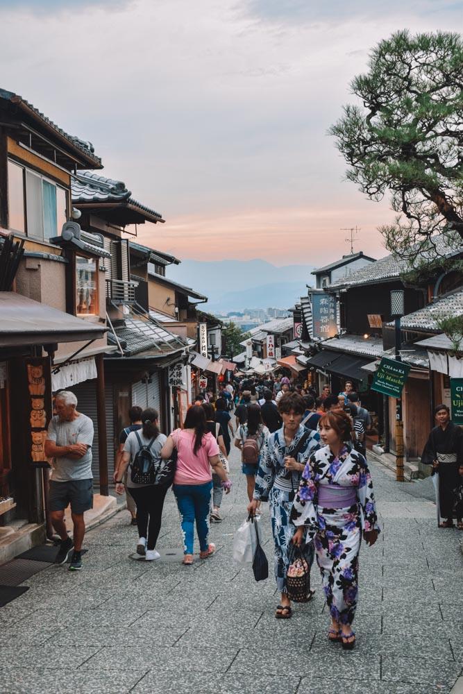 Wandering the cute streets of Gion neighbourhood in Kyoto