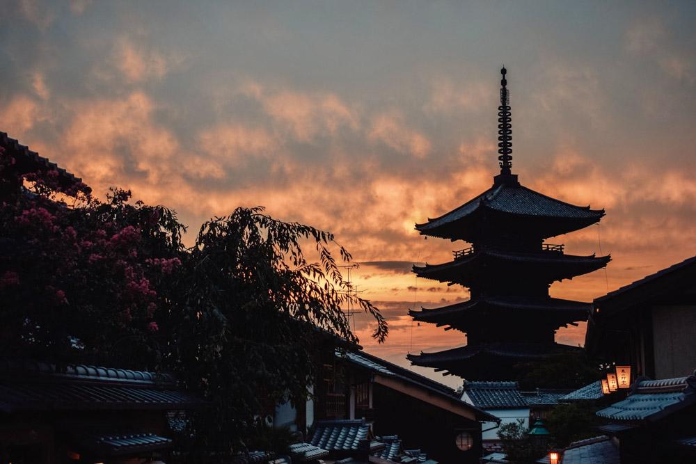 Sunset at the Hokanji temple pagoda in Kyoto