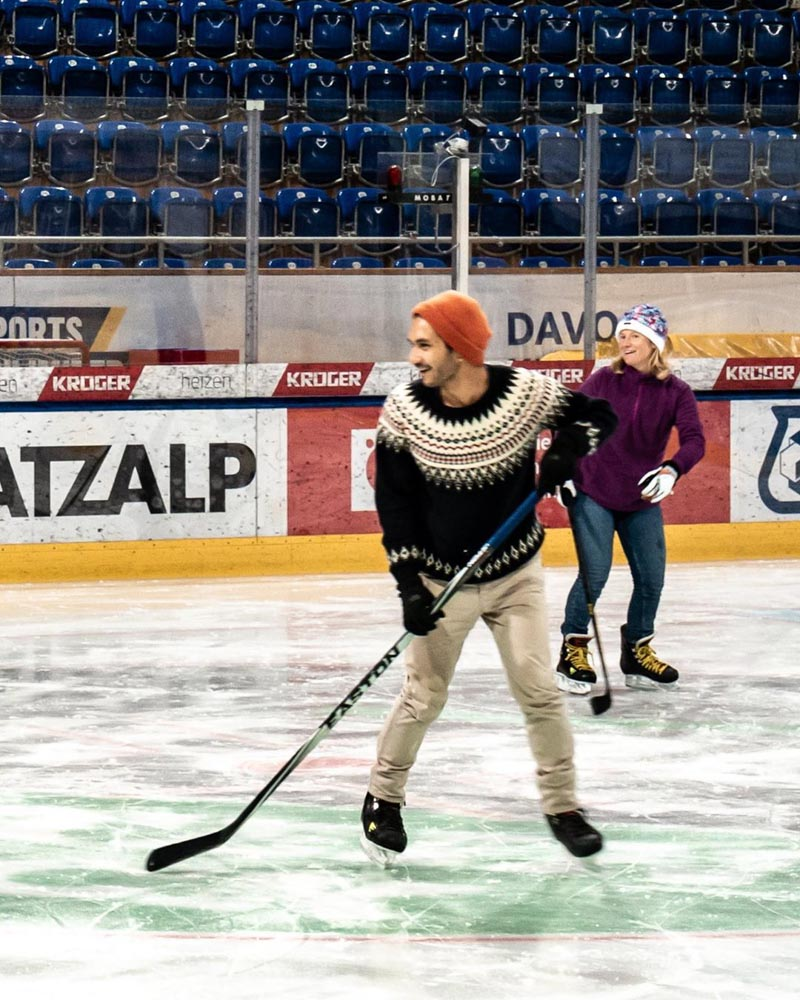 Me and Jan (@lichterfang) playing ice hockey in Davos