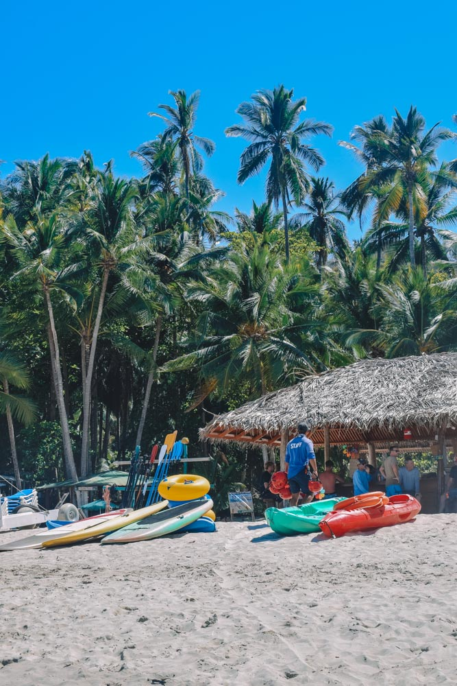 The stand up paddles and kayaks you can rent on Isla Tortuga