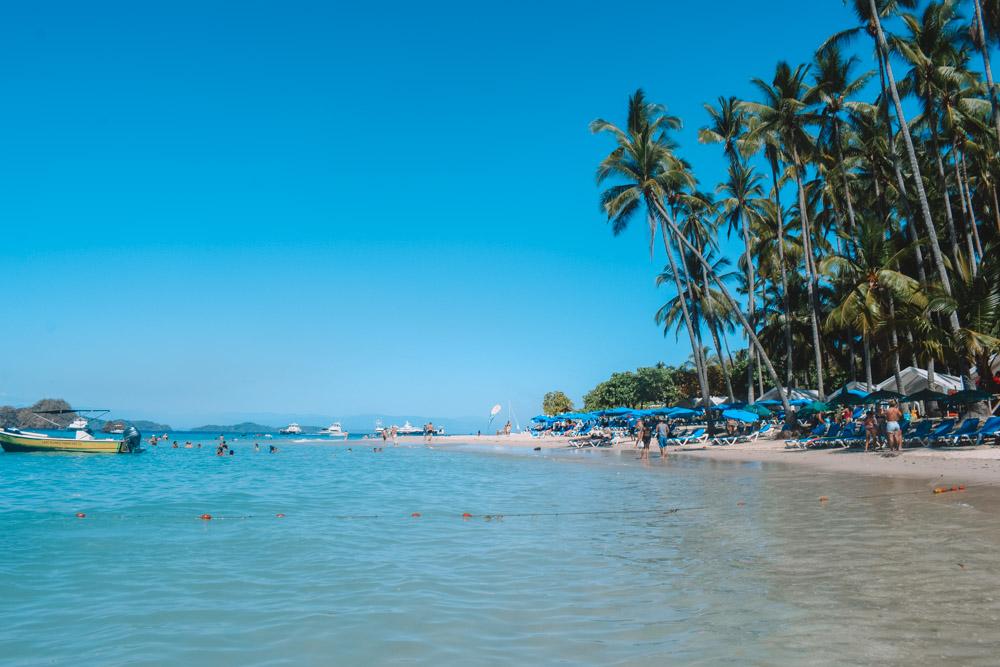 The main beach in Isla Tortuga