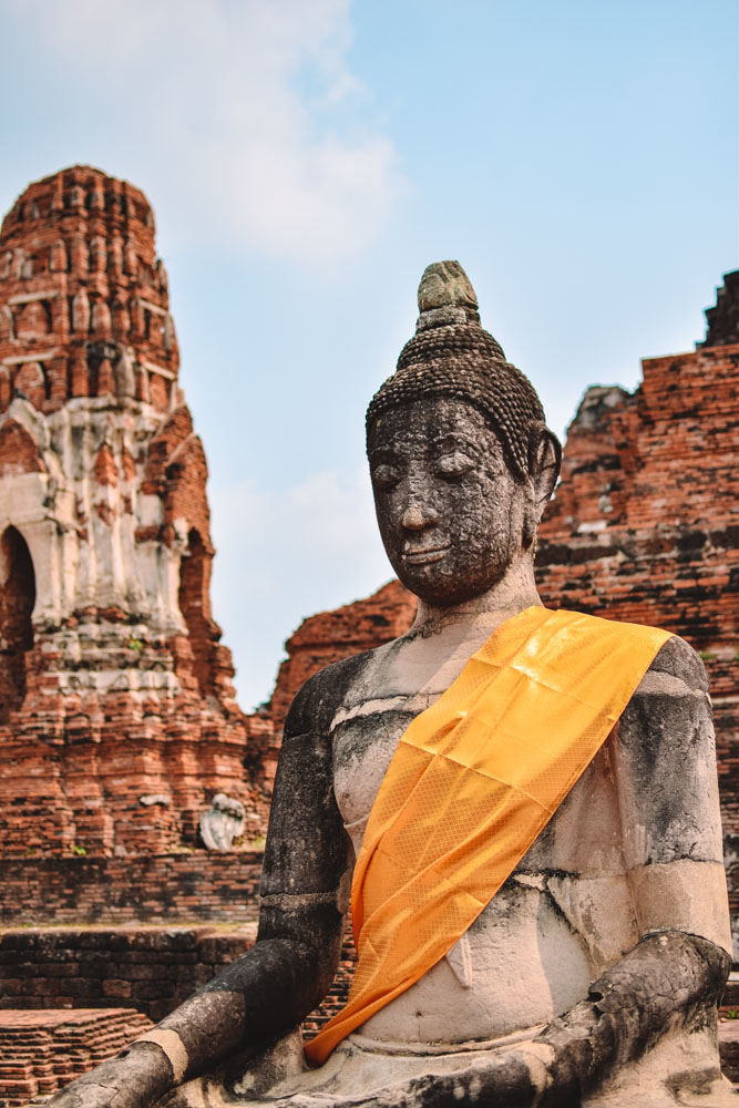 One of the Buddha statues of Wat Mahathat