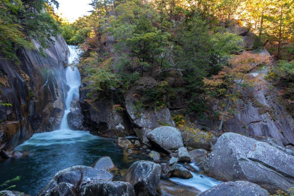 Exploring Senga Waterfall in the Yamanashi Prefecture - photo by TripAnthropologist