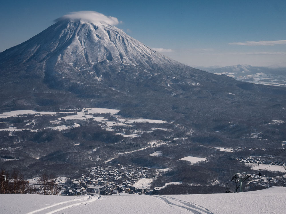 Skiing in Niseko with views of Mount Yōtei - photo by WITRAG Travel