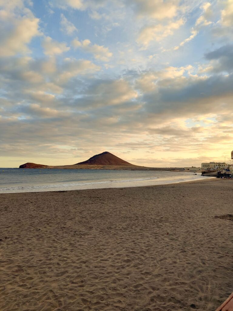 Golden hour on the beach in El Medano - photo by Diana Bancale, author of In Viaggio Da Sola