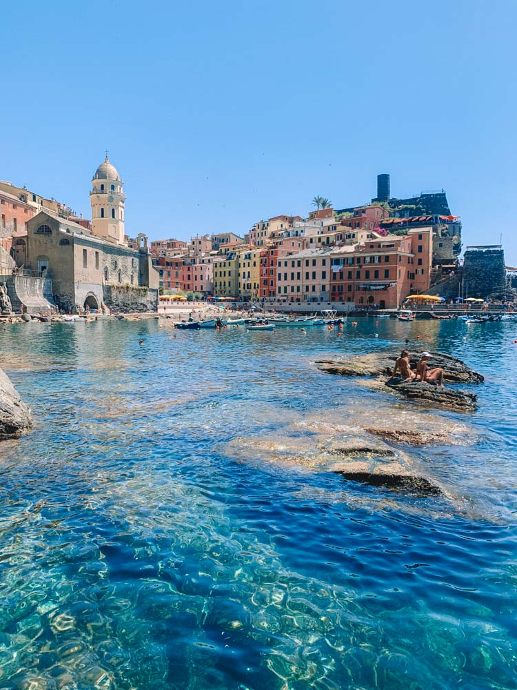 The colourful houses and harbour of Vernazza in Cinque Terre, Italy
